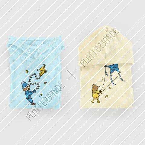Zwei Pullover liegen zusammengelegt auf einer weißen Fläche. Auf beiden ist das Drachensteigen-Design der Plotterbande zu sehen – einmal in der Jungen- und einmal in der Mädchen-Version.