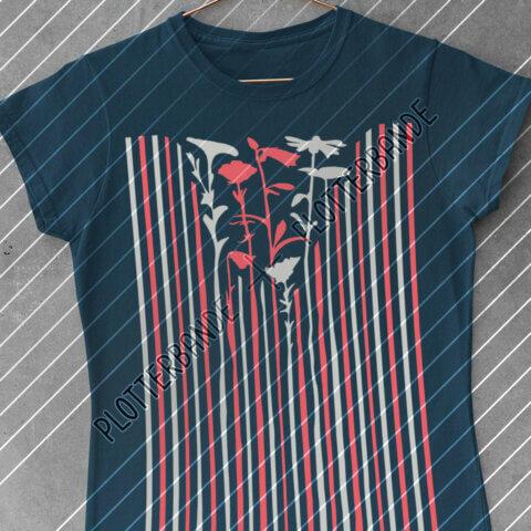 Eine dunkelblaues Shirt hängt vor einer Betonwand. Der Aufdruck zeigt das Wenn-sich-zwei-Streifen-Blumen-Plottdesign der Plotterbande.