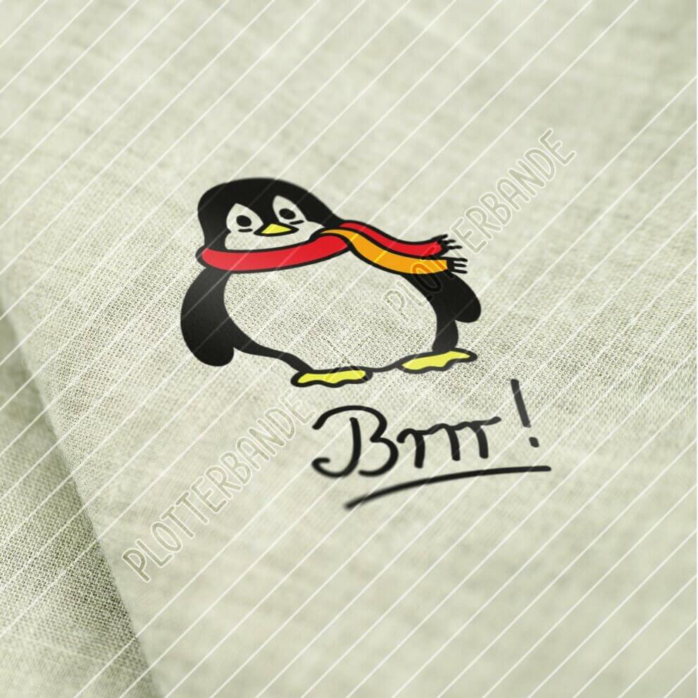 """Zu sehen ist ein Stück heller grober Webstoff. Darauf ist das Plott-Design """"Pinguin mit Schal"""" der Plotterbande zu sehen."""