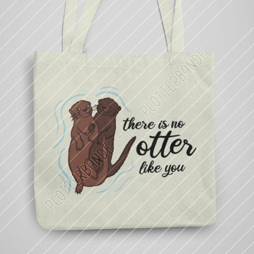 Zu sehen ist eine weiße Stofftasche mit dem Otterpärchen-Design der Plotterbande.