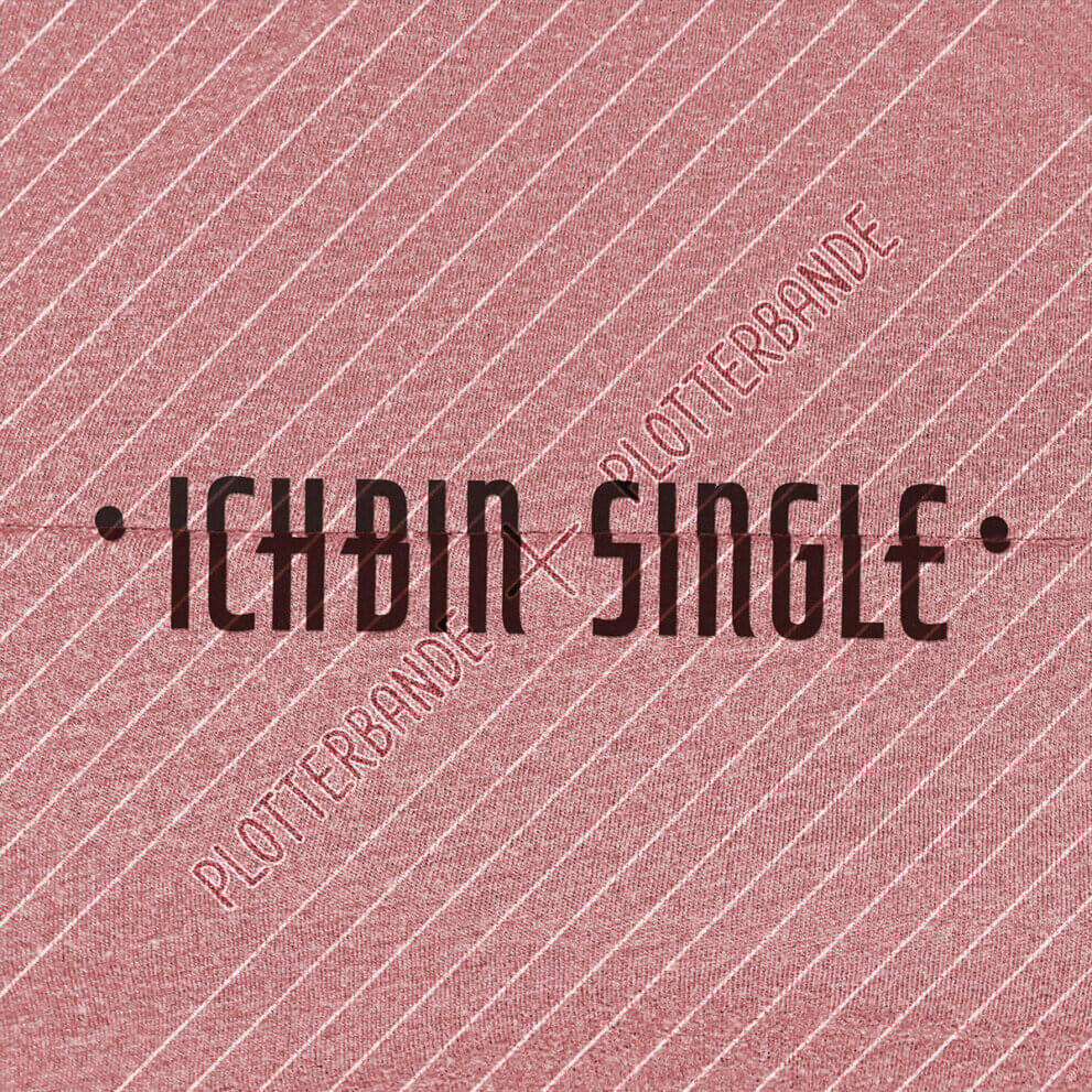 (1) Das Bild zeigt einen roten Stoff mit dem Geheimschrift-Ich-bin-single-Design der Plotterbande.