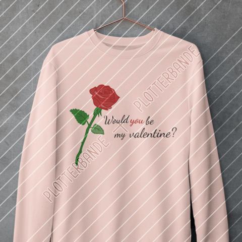 (1) Auf einem Kleiderbügel hängt ein rosafarbener Pullover mit dem Rose Valentinstag-Design der Plotterbande.